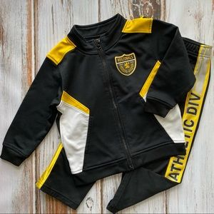 Old navy black and yellow track suit 3T